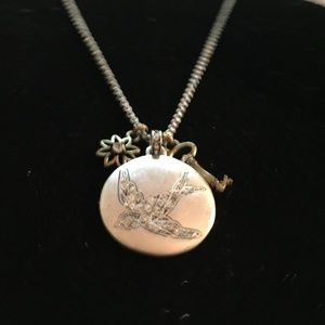 """FOSSIL SILVER TONE""""FLY FREE"""" BIRD PENDANT NECKLACE"""